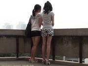 大学天台偷拍超短裙MM