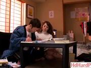 豐滿的日本女教師引誘害羞學生